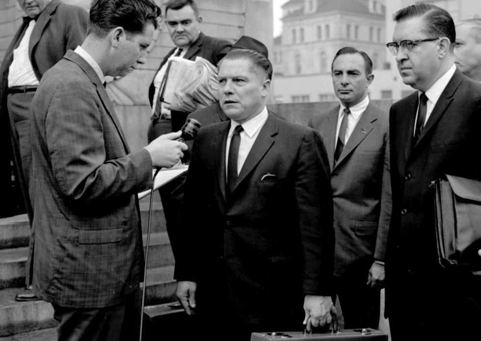 Jimmy Hoffa (al centro), poderoso líder sindical estadounidense, cuya desaparición en 1975 todavía es un misterio.