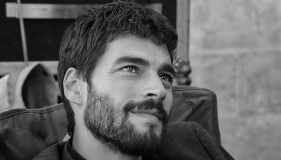 "Akin Akınözü es uno de los protagonistas de ""Hercai""  (Foto: Akın Akınözü / Instagram)"