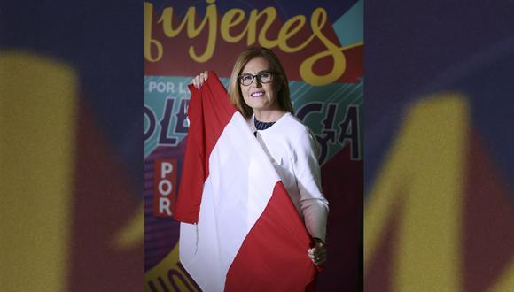 Así de feliz nos respondió el test mundialista, la periodista Mónica Delta. (Foto: Alessandro Currarino)