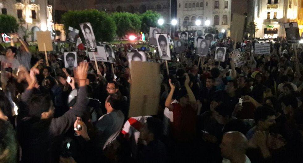 Los policías trataron de dispersar a los manifestantes, lo que originó los enfrentamientos. (Jorge Malpartida)