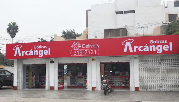 El ejecutivo cuenta que varios locales de Boticas Arcángel fueron convertidos a alguna de las otras marcas del grupo, menos las del sur y de sus otras plazas fuertes.