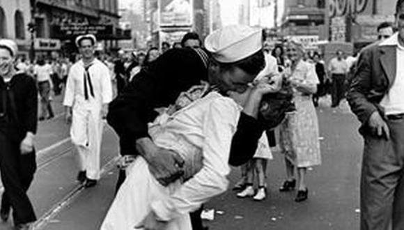 La historia del marinero del famoso beso del fin de la guerra