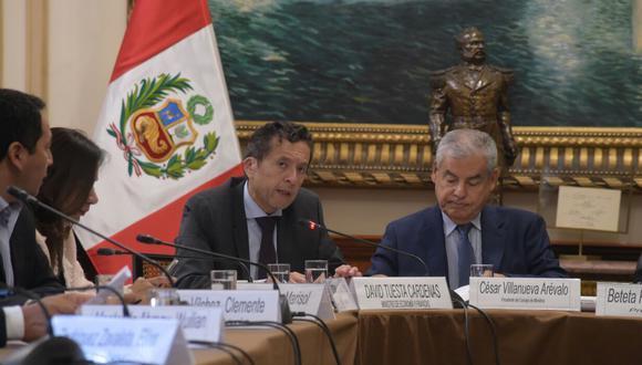 David Tuesta, ministro de Economía y Finanzas, junto con el primer ministro, César Villanueva, en la comisión de Presupuesto del Congreso. (Foto: MEF)