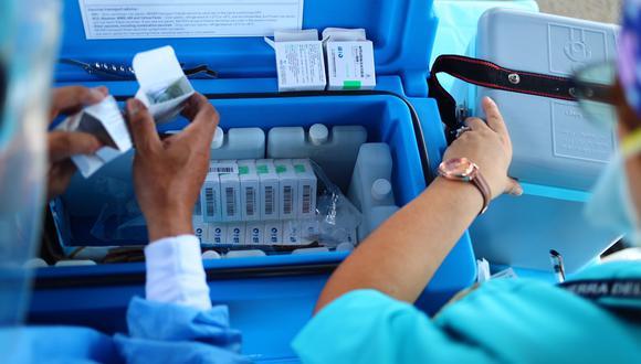 imagen correspondiente al cuarto día de vacunación contra el Covid 19 a doctores en el Hospital naval. Avenida Venezuela Foto: Hugo Curotto / @photo.gec