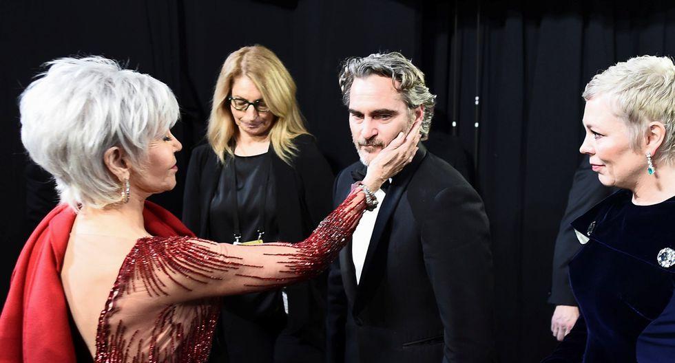 """Joaquin Phoenix en el backstage del Oscar 2020, luego de salir a recibir su premio como Mejor actor por """"Joker""""."""