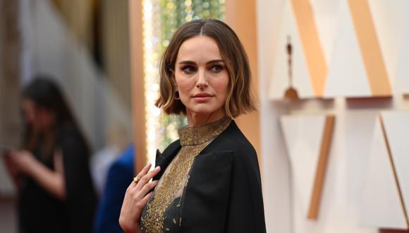 Natalie Portman decidió enviar un mensaje en su capa Dior. (Foto: AFP)