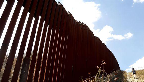 """""""Ese muro detendrá el flujo de drogas en esos sitios, obligaría a la gente a acudir a los puertos de entrada, donde hay más agentes policiales"""", afirmó Carroll. (Foto: EFE)"""