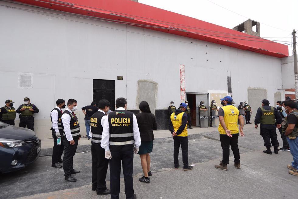 La Policía Nacional del Perú (PNP) y la Fiscalía de Lavado de Activos intervinieron este martes el local 'Anaconda', ubicado en la calle Las Fraguas, en el distrito de Independencia, que funcionaba como prostíbulo. (Foto: Fernando Sangama / @photo.gec)