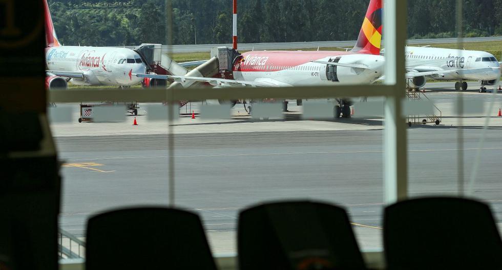 Imagen de archivo de aviones estacionados en el aeropuerto de Quito, que tuvo sus operaciones comerciales suspendidas durante 75 días por la pandemia de COVID-19. (EFE/José Jácome).