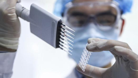 El Gobierno ha logrado acuerdos con los laboratorios Sinopharm y AstraZeneca para adquirir dosis de sus vacunas. (Foto: AP)