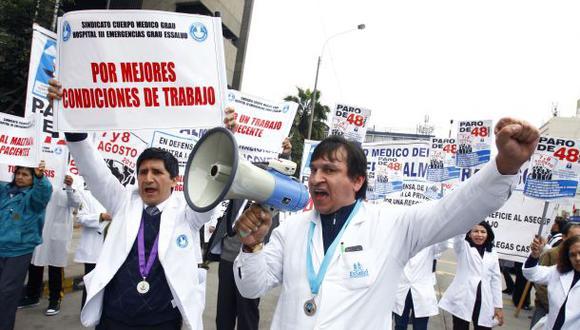 Médicos de EsSalud evalúan acatar nuevo paro en febrero