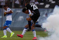 ¡Colo Colo vs. Universidad Católica suspendido! Proyectil explotó a centímetros del futbolista Nicolás Blandi obligando a paralizar el cotejo [VIDEO]