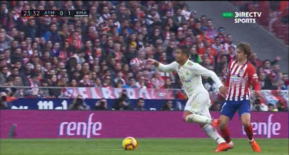 Casemiro ridiculizó a Antoine Griezmann con una fabulosa acción individual en el Real Madrid vs. Atlético de Madrid. El francés se enojó por esa jugada y derribó al brasileño con una patada