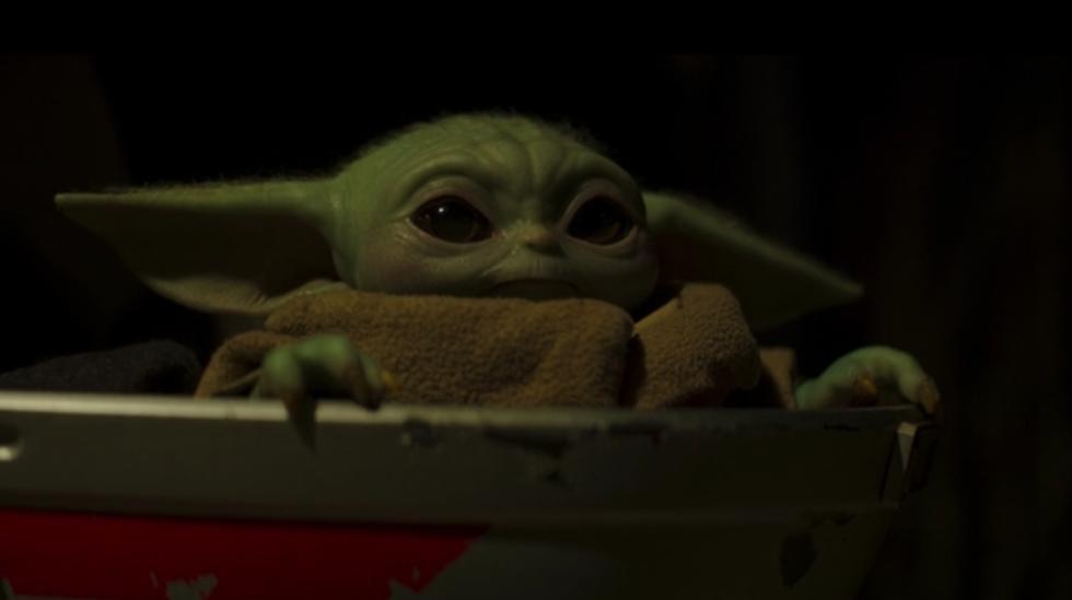 """Primero, lo importante: en """"The Mandalorian"""" 2x01 Baby Yoda está sano y salvo y así se mantiene durante todo el capítulo. Foto: Disney+."""