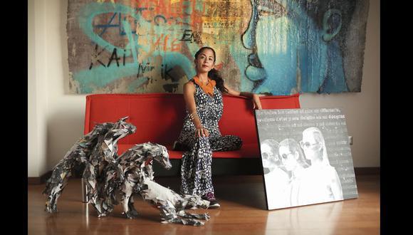 Brenda Ortiz Clarke con obras de Emilio Longhi, Aisha Ascóniga y Entes.