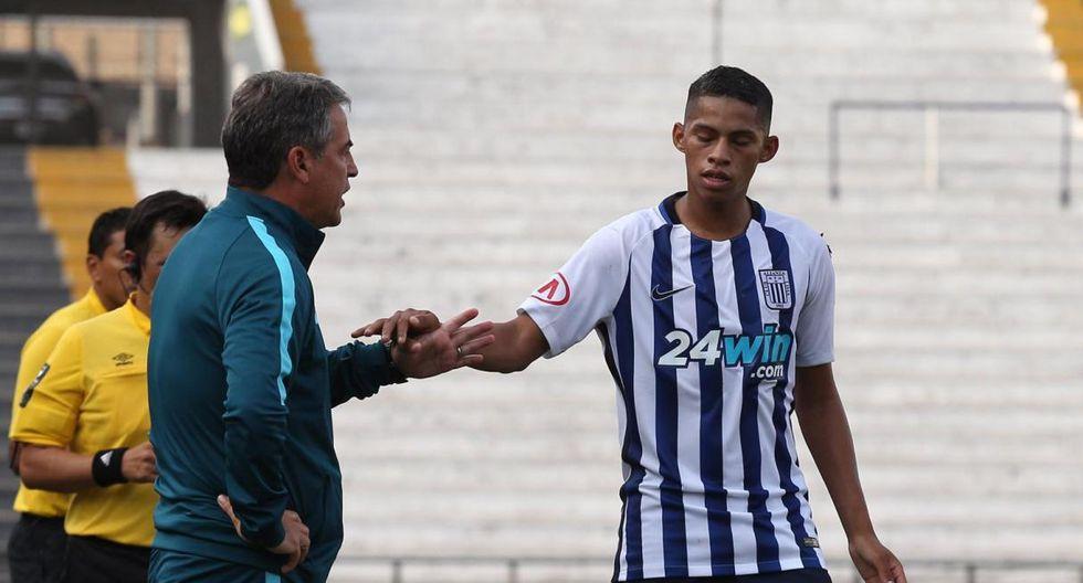 El joven futbolista continuará su carrera en el cuadro blanquiazul, pese a que no fue presentado en la Noche Blanquiazul. (Foto. GEC)