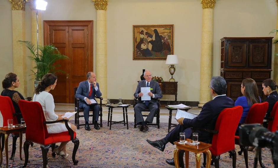 El presidente Pedro Pablo Kuczynski recibió a cinco periodistas de televisión en Palacio de Gobierno y respondió sus preguntas durante una hora. (Foto: Presidencia Perú)