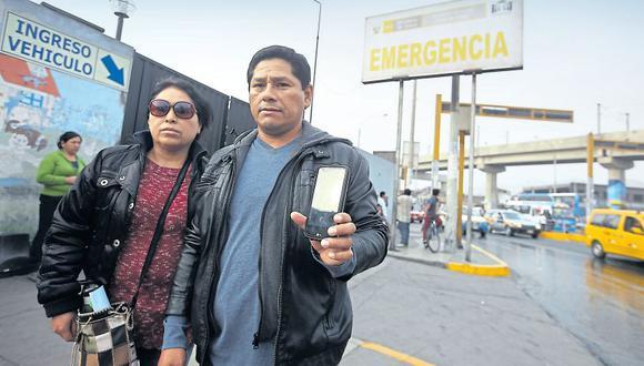 Soledad Díaz y Daniel Espinoza, padres de Jersson, no entienden por qué los delincuentes actuaron con ensañamiento. Según el INEI, en Lima la tasa de víctimas de robo de celulares es 16,5 por cada 100 habitantes. (Rolly Reyna / El Comercio)