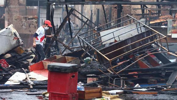 El fuego dejó en la calle a más de 60 familias ahora, cuando la pandemia del coronavirus (COVID-19) sigue golpeando al país. (Foto: Cesar Grados/ GEC)