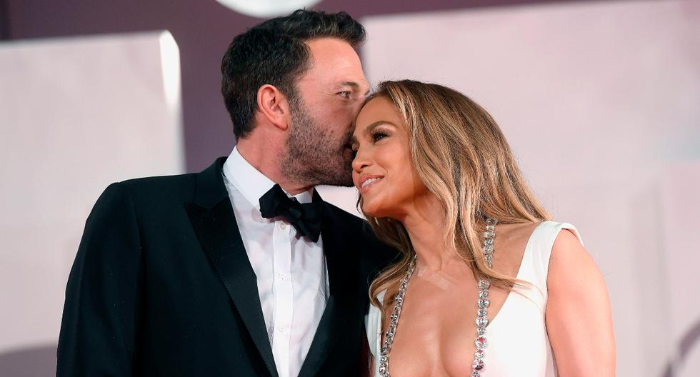 Ben Affleck and Jennifer Lopez kiss and waste love on the red carpet in Venice