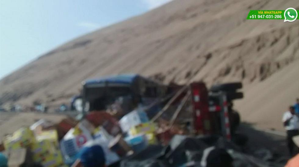 Vía WhatsApp: choque de bus y camión de frutas en Pasamayo - 7