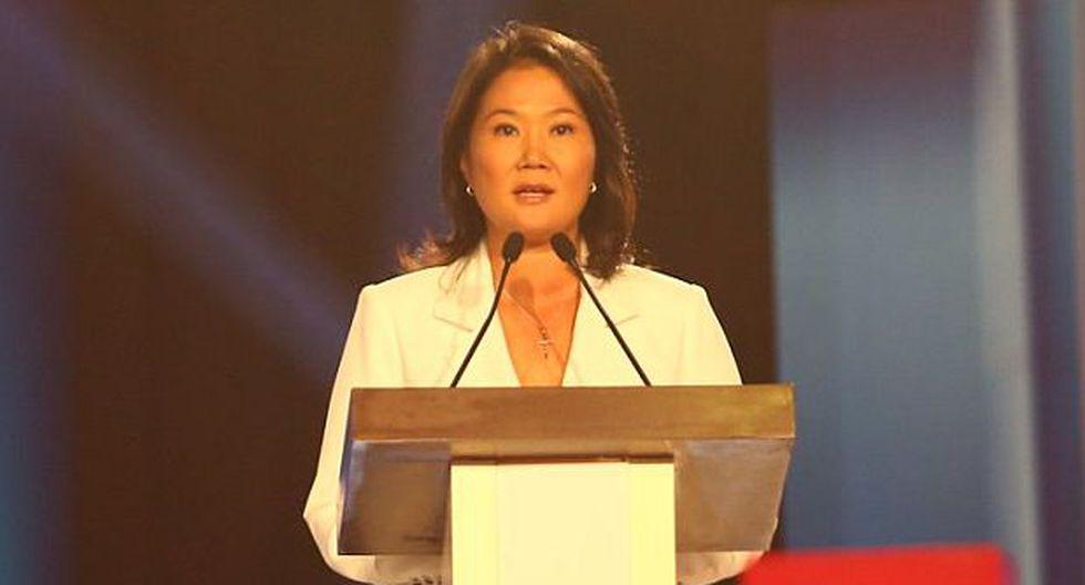 """Keiko Fujimori firmó compromiso: """"Nunca más un 5 de abril"""""""