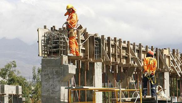 La reactivación de proyectos inmobiliarios ha empezado no al ritmo esperado por los empresarios, quienes -al igual que sus gremios- reclaman mayor celeridad en la aprobación de los protocolos de seguridad y mayor proactividad de parte de las municipalidades. (Foto: Archivo El Comercio)
