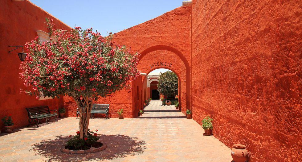 Monasterio de Santa Catalina. Claustros, plazas, techos de teja y suelos empedrados forman parte de este monasterio ubicado en Arequipa. (Foto: Shutterstock)