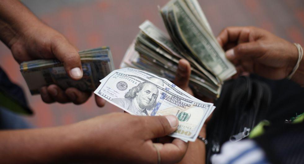 Hoy el tipo de cambio cotizaba a S/3.295 la compra y a S/3.330 en el mercado paralelo. (Foto: GEC)