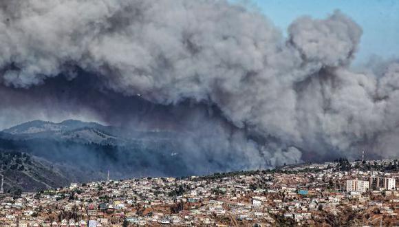 Chile decreta emergencia en Valparaíso por incendio forestal