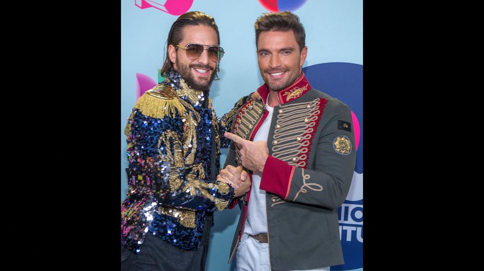 Varios artistas se dejaron ver en la alfombra roja de los Premios Juventud. (Foto: EFE)