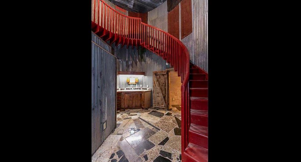 La idea de los diseñadores fue aprovechar cada espacio de la vivienda. Frente a ello, se optó por utilizar una escalera en forma de espiral que bordea todo el interior de la casa de bota. (www.har.com)
