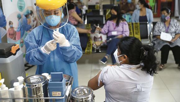 El ministro de Salud, Óscar Ugarte, informó que para este mes se prevé la llegada de 2'650.000 dosis de vacunas al país. (Hugo Curotto/@photo.gec)