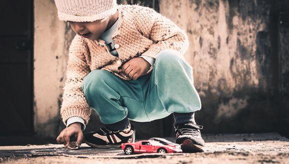 Hombre en Indonesia regala a niños sin recursos juguetes hechos a base material reciclable. (Foto: Pixabay / referencial)