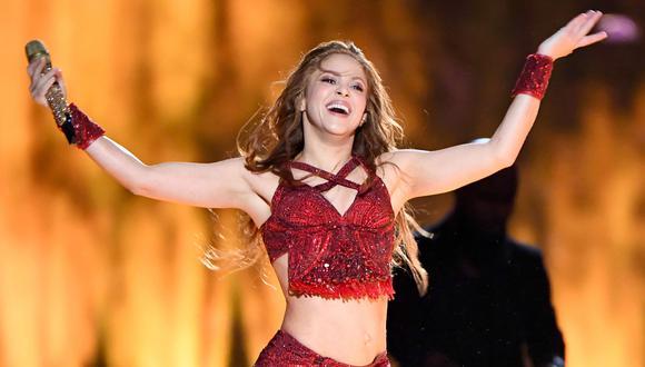 La cantante colombiana Shakira durante el espectáculo de medio tiempo del Super Bowl, donde interpretó sus mejores tema y se movió al ritmo de sus caderas (Foto: AFP )