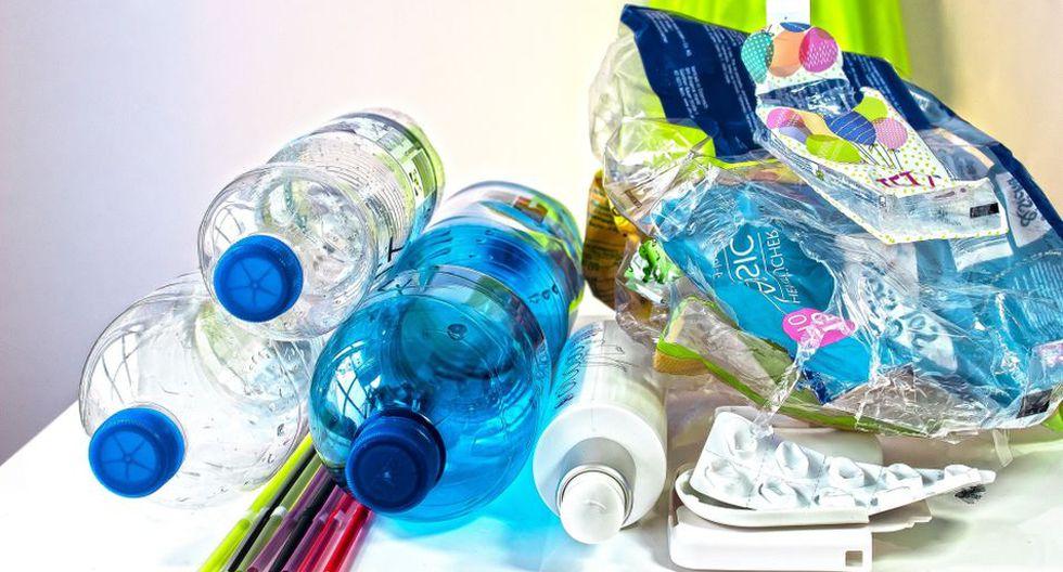 Antes de realizar una compra, hay que pensar si a ese artículo se le puede dar un segundo uso o reciclar, como el caso de los plásticos. (Foto: Pixabay)