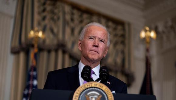 """Joe Biden firmó una serie de medidas ejecutivas, varias de ellas en materia migratoria y una de las cuales era esta moratoria en las deportaciones """"de ciertos no ciudadanos cuya deportación haya sido ordenada"""" para garantizar que Estados Unidos tenga un sistema migratorio justo y eficaz. (Foto: EFE/EPA/Doug Mills / POOL)"""