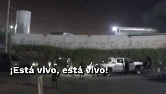 México: El video de un operativo militar del pasado 3 de julio revela cómo al menos una persona sobrevivió a un enfrentamiento ocurrido en Nuevo Laredo, Tamaulipas, pero los soldados ordenan matarlo. La grabación echa por tierra la versión oficial sobre esa acción en la que fallecieron 12 personas. (Captura de video, El Universal).