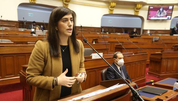 La ministra de Economía, María Antonieta Alva, acudió este viernes al Congreso junto al primer ministro Walter Martos. (Foto: Congreso)
