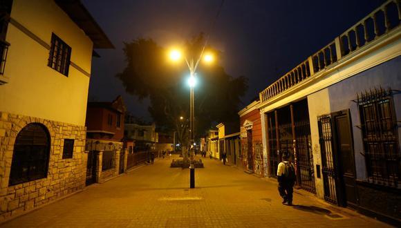 Así luce el Boulevard de Barranco, uno de los lugares más icónicos de Lima para la diversión nocturna. Sus discotecas, bares y peñas aún demorarán en abrir. (Foto: Mario Zapata)