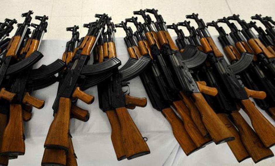 Rusia envía 10.000 kalashnikov a Kabul en pleno proceso de paz