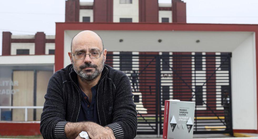 """Hernán Migoya en el lugar donde empezó todo: el Colegio Militar Leoncio Prado. El escritor español prepara la adaptación de """"La ciudad y los perros al cómic"""" para el 2011."""