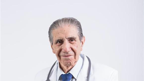 Elio Quirós Díaz, médico especializado en en radiología y radiodiagnóstico. Fundador y primer presidente de la Sociedad Científica en Ultrasonido Diagnóstico del Perú.