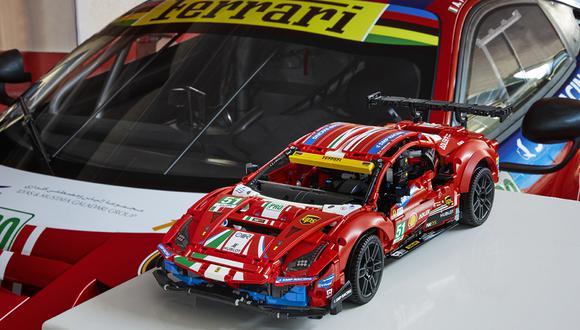 El modelo de carreras de 48 cm (19 in) de largo está hecho a mano de 1.677 elementos Lego Technic. (Foto: Difusión)