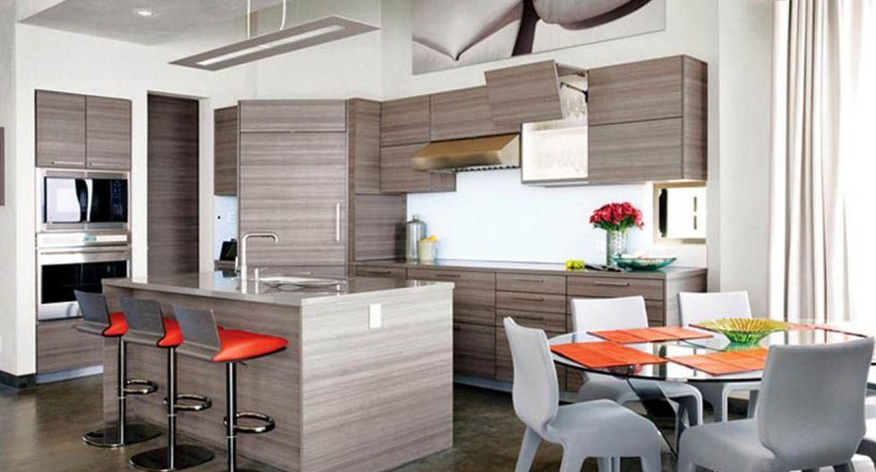 El interior de la vivienda luce un diseño moderno y sofisticado. Los ambientes son de concepto abierto y se conectan visualmente entre sí. (Fotos: 3 Palms Project)