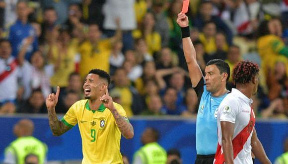 Gabriel Jesus no terminó la final de la Copa América por una falta contra Carlos Zambrano. El delantero de Brasil reaccionó violentamente por la decisión del árbitro (Foto: AFP)