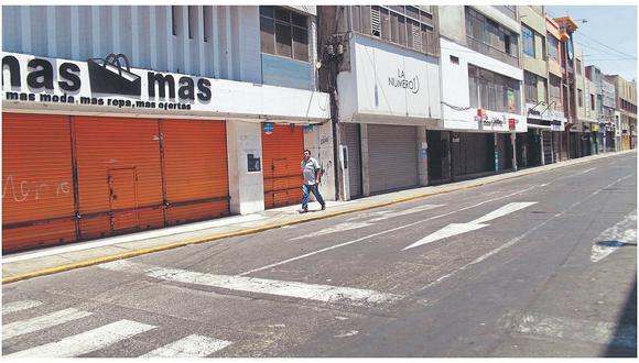 Tiendas en una calle del departamento de La Libertad cerradas por el estado de emergencia, el pasado 21 de marzo.