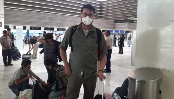 Pasajeros del AICM utilizan cubrebocas como medida preventiva personal, ya que ni personal del aeropuerto toma estas medidas para evitar contagios, señalan. Foto: EL UNIVERSAL