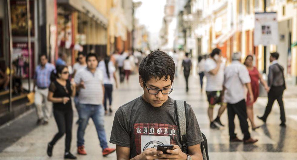 ¿Adictos al smartphone? Peruanos no se desprenden del celular y lo considera casi una parte esencial de sí mismos
