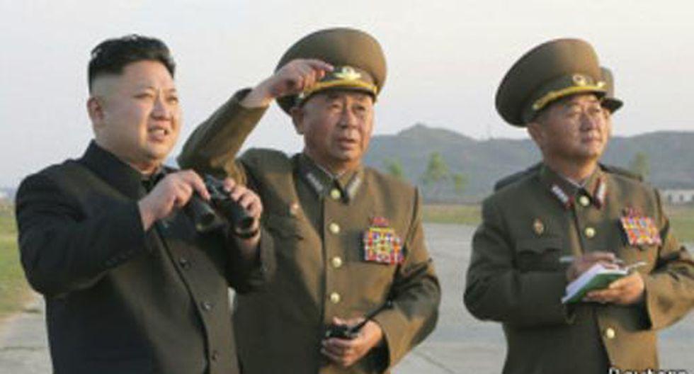 Los peculiares hombres que anotan cada palabra de Kim Jong-un